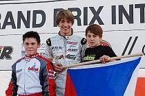 Mostecký závodník z HKC Racing Teamu Michael Topinka (uprostřed) vybojoval v Itálii zlato.
