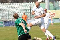Mostečtí fotbalisté (v zeleném) doma nestačili na Ústí.