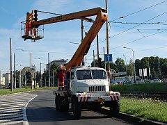 Úprava křižovatky u mosteckého dopravního podniku.