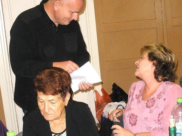 Prevence u seniorů. Na snímku ředitel strážníků Bronislav Schwarz.