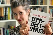 Knihu Honzy Menděla doporučuje i herečka a spisovatelka Jana Bernášková.