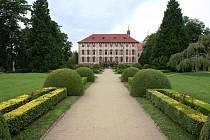 Libochovický zámek je často cílem turistů a návštěvníků města.