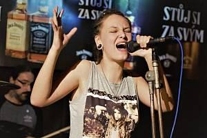 Česko-rusko-slovenská kapela Mad Days a zpěvačky Alex Lauretis
