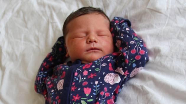 Veronika Gažůrová se narodila mamince Veronice Gažůrové z Litvínova 6. dubna ve 12.37 hodin. Měřila 53 cm a vážila 3,8 kilogramu.