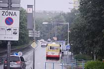 Ulice Pod Lajsníkem v Mostě. Tudy mají jezdit tramvaje. Radnice si na to nechá udělat technickou studii proveditelnosti.