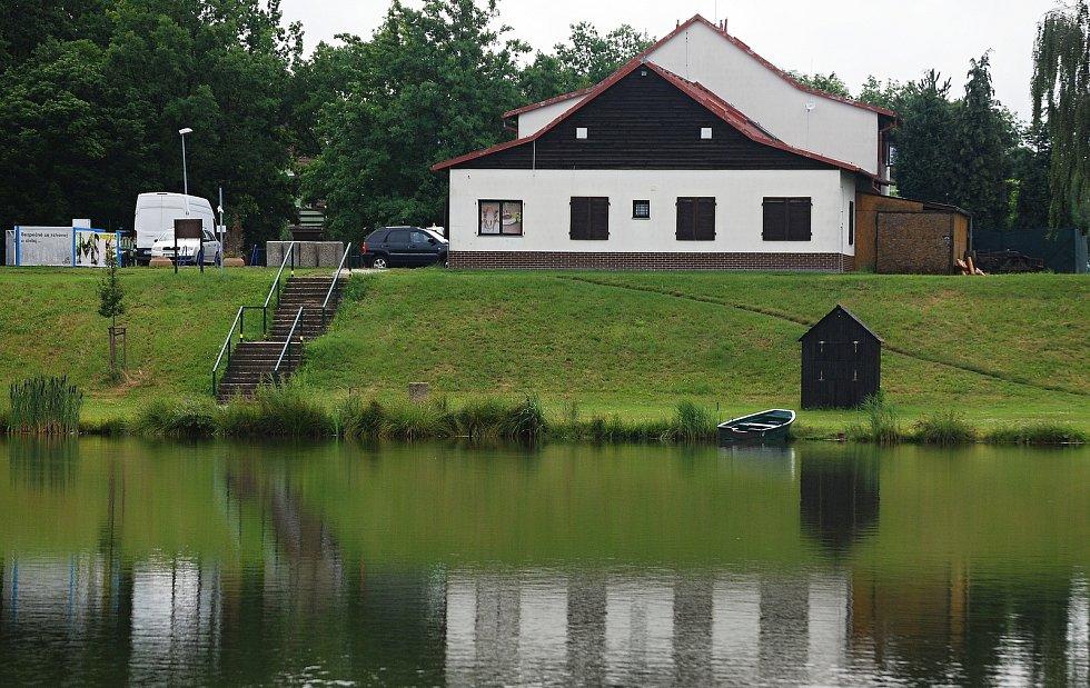 Jezero Benedikt v Mostě po bouřce 14. července.