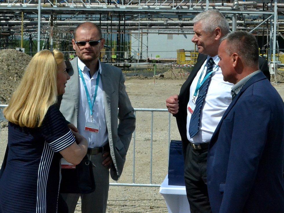 Unipetrol zahájil výstavbu nové jednotky. Přijeli i premiér Bohuslav Sobotka a ministr Jan Mládek.