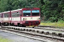 O víkendu vyjíždí turistické linky autobusů a vlaků.
