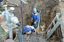 SVS začne v nejbližší době opravovat vodovod v ulici Vítězslava Nezvala. Ilustrační foto.