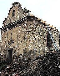 Kaple v Zaječicích ještě před první etapou oprav - bez zrekonstruované střechy a nové věže.