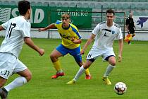 Zápas FK Baník Most-Souš (v bílém) versus Teplice U19.