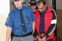 Obžalovaný, který měl znásilnit a ponižovat ženy v Mostě.