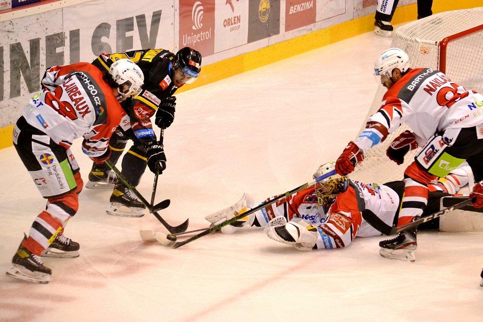 Litvínov v domácím duelu s Pardubicemi.