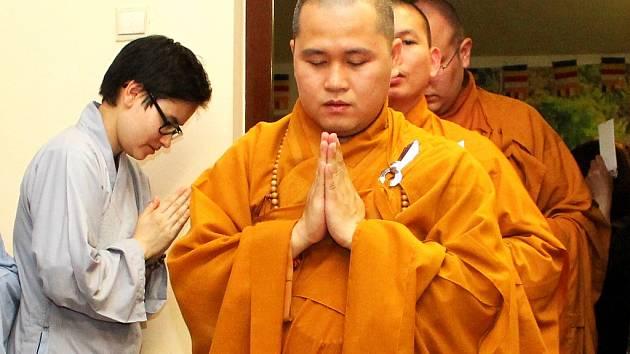 Oslava narození Buddhy v mosteckém buddhistickém chrámu.