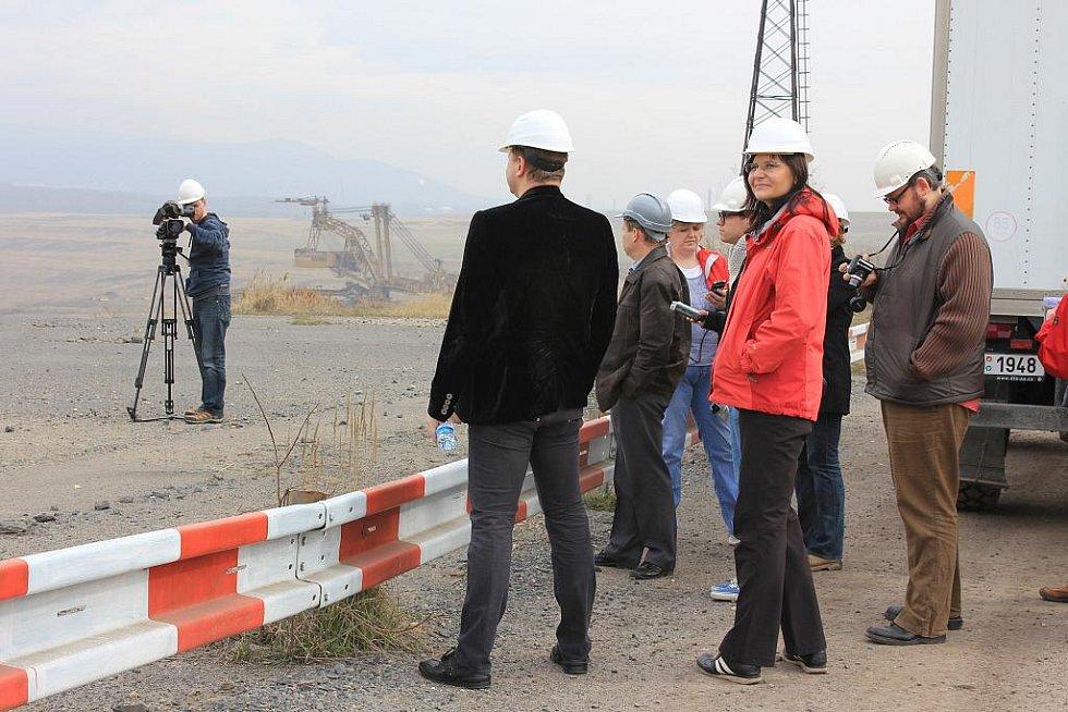 Výprava novinářů v uhelném lomu ČSA.