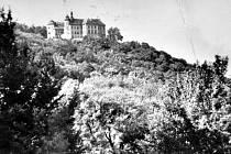 Zámek Jezeří na archivním snímku