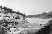 Výstavba Janovské někdy též nazývané jako mostecké přehrady
