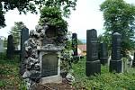 Opomíjená místa v Mostě. Tady pohřbili známé lékaře i rabíny