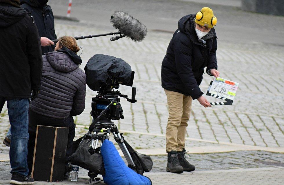 V Mostě vrcholí natáčení britského akčního televizního seriálu Extinction.