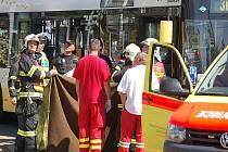 Tragická nehoda se stala v Mostě u Prioru. Dívka nepřežila střet s autobusem.