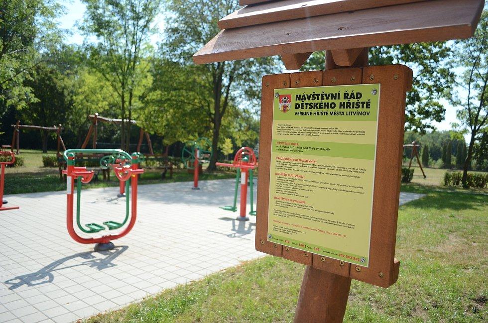 U Koldomu v Litvínově se nedávno otevřelo nové hřiště.