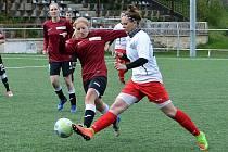 Společný tým Souše a Ervěnic/Jirkova (v červeném) je vítězem ženské divize A.