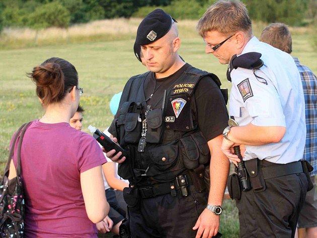 Policisté vyrazili na Šibeník kontrolovat mládež