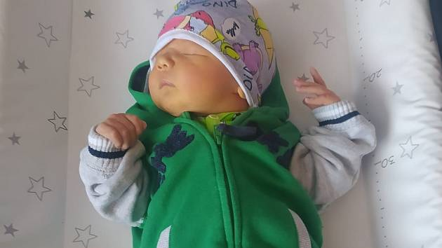 Radek Nitka se narodil 21. května v 10.12  hodin rodičům Anetě Chmelové a Michalu Nitkovi z Klášterce nad Ohří. Měřil 52 cm a vážil 4,13 kg.