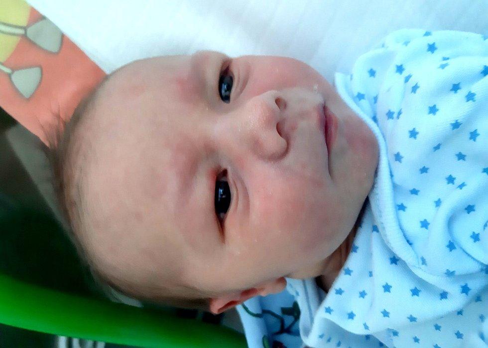 Filip Fiala se narodil mamince Kateřině Fialové z Mostu 20. srpna v 19.55 hodin. Měřil 50 cm a vážil 3,37 kilogramu.