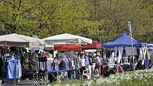 Úterní trh v Mostě 11. května.