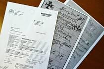 Dokumenty, se kterými historici pracují, aby se dopátrali hrobu ruského zajatce.