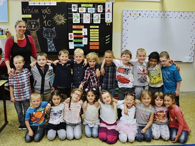 Žáci 1.C z8. Základní školy Most vulici Vítězslava Nezvala spaní učitelkou Petrou Martinkovou