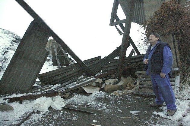 Pod tíhou sněhu se zřítila střecha nevyužívané haly v Rudolicích.