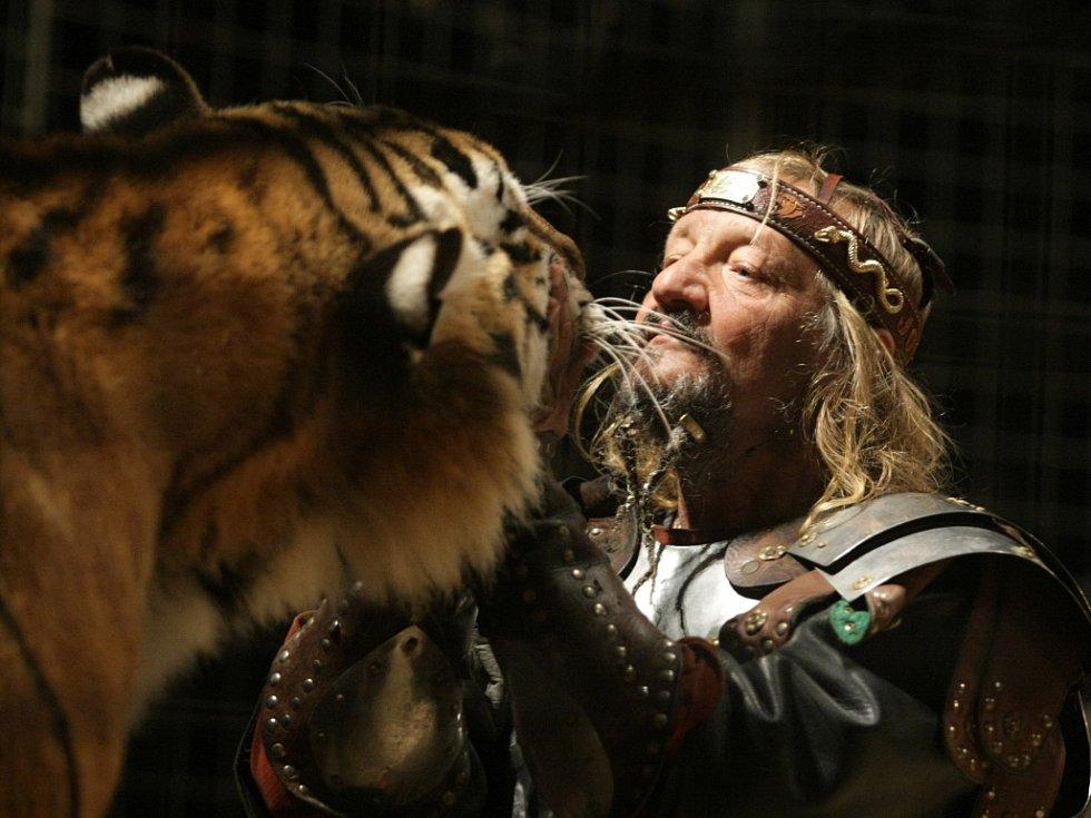 Principál cirkusu Jo-Joo Jaromír Joo při hostování v Mostě