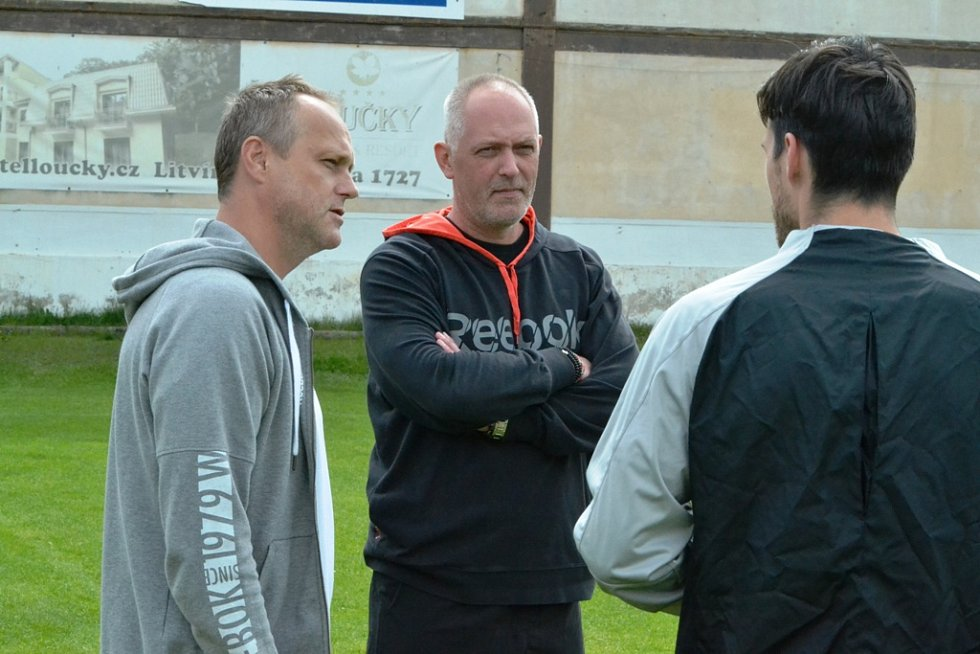 Na tréninku nechyběl ani nový trenér Darek Stránský (uprostřed).