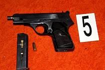 Při protidrogové operaci Viator policie zabavila i zbraně.