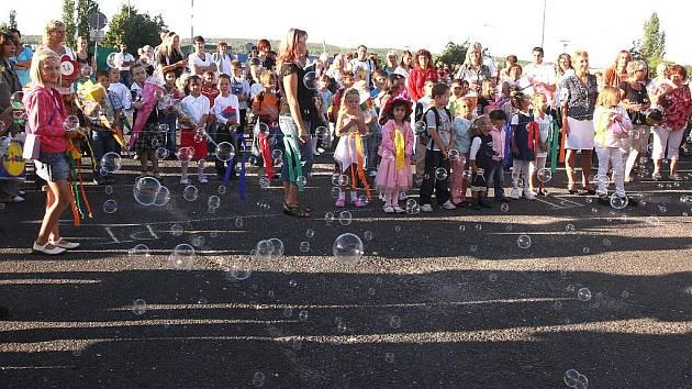 První školní den v mostecké základní škole v Albrechtické ulici.