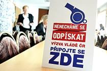 Petici za lepší život na Mostecku, který má zařídit české vláda, je iniciativou Hospodářské a sociální rady Mostecka, která podporuje rozšíření šachet.