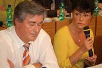 Zastupitelka Alena Dernerová (SNK) diskutuje o zdravotnictví.