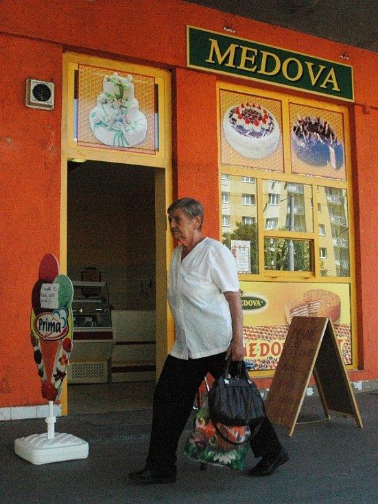 Prodejny zmrzliny v centru Mostu: Medova/Rozkvět