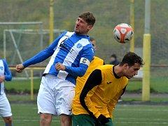 Jiřetín/Litvínov (ve žlutém) proti Mosteckému fotbalovému klubu.