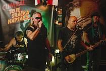 V pátek bude v Rokáči Vinohrady festival Malý rockový Most. Jedním z  vystupujících bude kapela Sklap.