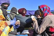Aktivisté jsou na bagru v dolu Vršany na Mostecku už třetí den.