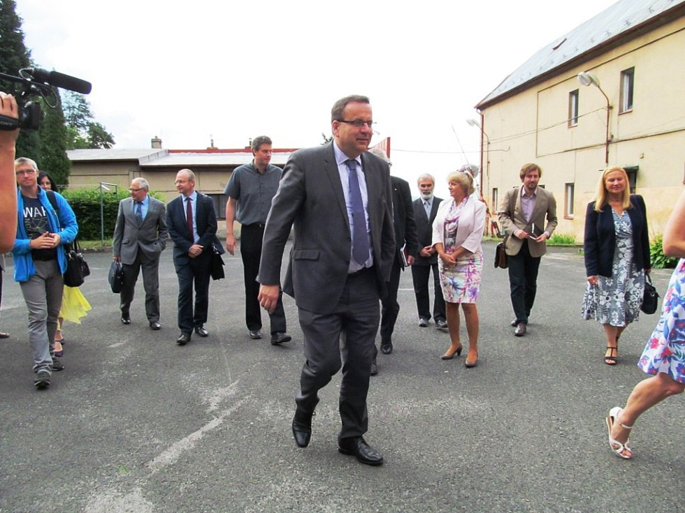 Jan Mládek zahájil svou návštěvu Litvínovska v Triole v Horním Jiřetíně.