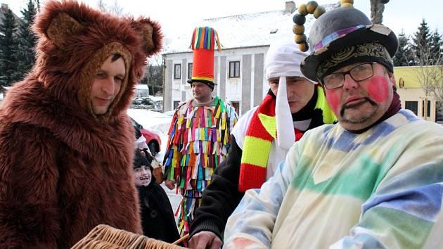 Tradiční masopustní průvod maškar prošel v sobotu dopoledne Horou Svaté Kateřiny.