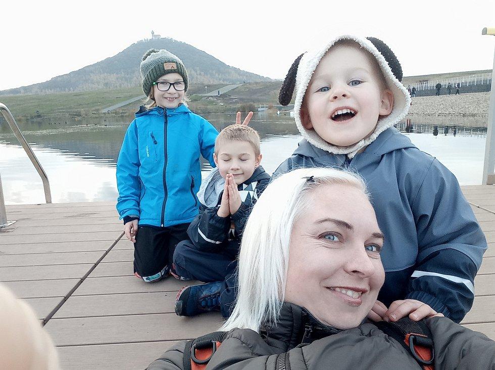 Tobiáš, Přemek já a Eliáš na výletě u jezera Most.