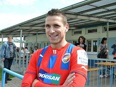 Fotbalista a čerstvý ligový mistr s Plzní Jan Kovařík trénoval s malými fotbalisty v Mostě.