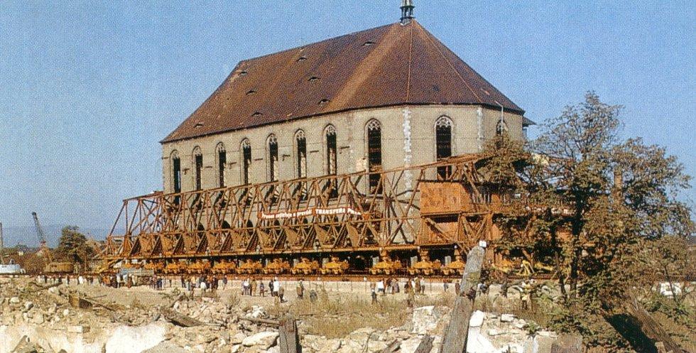 Před 45 lety se stěhoval mostecký chrám