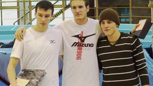 Mostecký atlet David Sazima (vlevo) skončil na Pražských vícebojích na skvělém druhém místě. Výclav Sedlák skončil v sedmiboji dorostenců na třetí příčce.