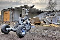 Zničené garáže v Komořanech.